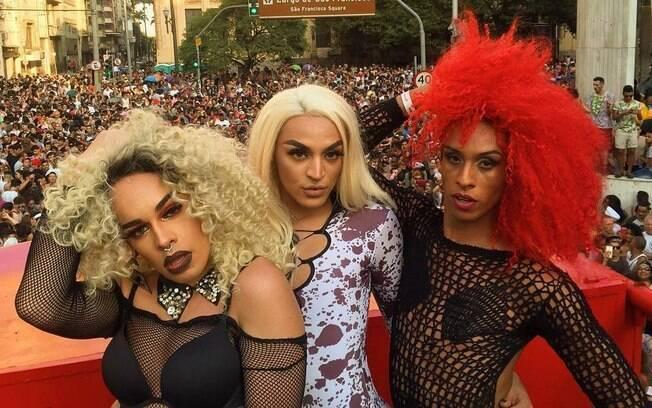 Pabllo Vittar, Gloria Groove e Linn da Quebrada no bloco de carnaval Pop do K7, organizado pelo Papel Pop