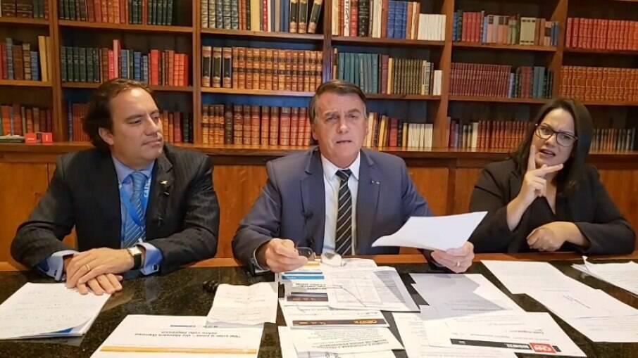 Bolsonaro voltou a defender o uso do voto impresso no Brasil em live nesta quinta-feira (6)