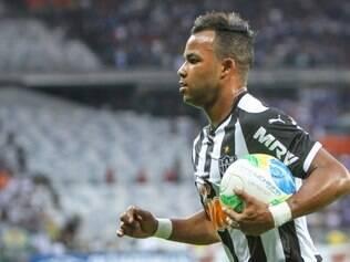 Fernandinho é alternativa de mais velocidade no ataque atleticano