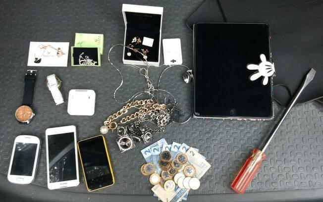 Policiais do Batalhão de Choque recuperaram tablet, celulares, relógios e joias; objetos foram avaliados em R$ 1.300