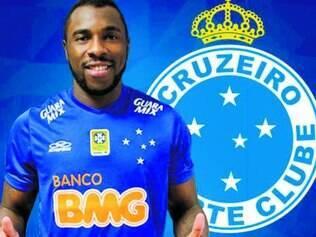 Zagueiro Manoel assinou contrato ontem, mas não sabe se conseguirá viajar com o time