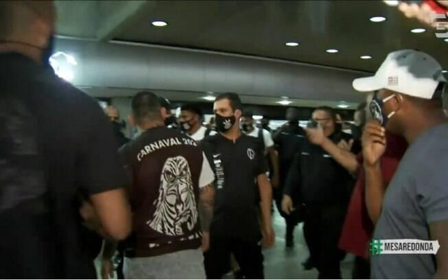Corinthians repudia intimidação de torcedores ao elenco em aeroporto