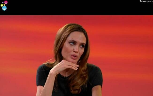 Angelina Jolie durante o vídeo chat