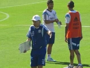 Técnico Alejandro Sabella comandou o primeiro treino da Argentina na Cidade do Galo
