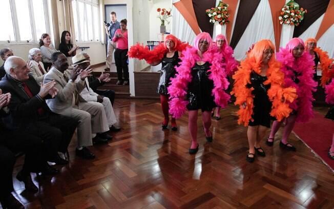 A coreografia apresentada pelas idosas que participam do centro