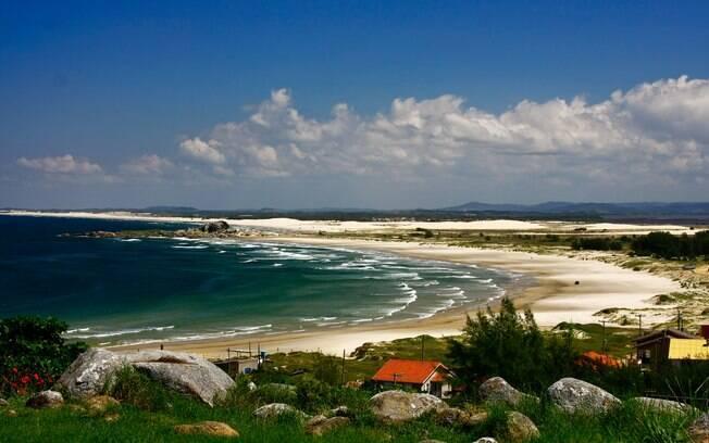 Com praias isoladas e boas ondas, Farol de Santa Marta é um dos destinos mais procurados em Santa Catarina