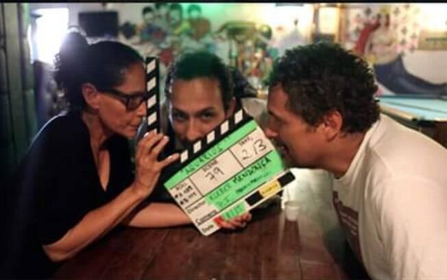 Sonia Braga, Irandhir Santos e o cineasta Kleber Mendonça Filho nos bastidores do filme 'Aquarius'