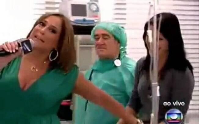 Geovana Tominaga tentou entrevistar Susana Vieira em um programa ao vivo, mas a atriz acabou roubando o microfone da repórter