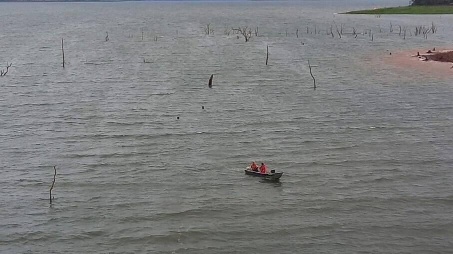 Barco naufragou no Paraná