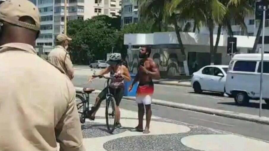 Rio: Confusão entre banhista e guarda termina com mulher detida