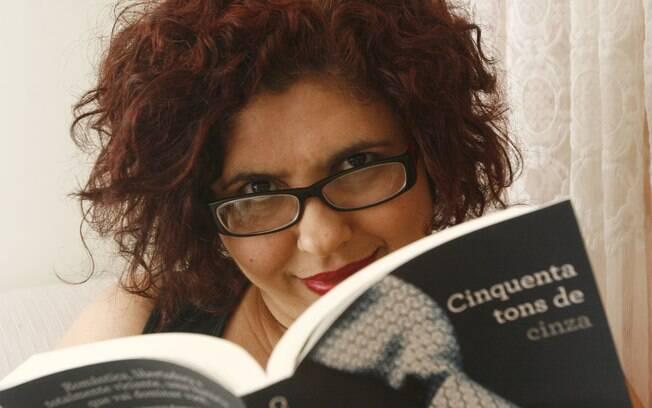 Beth é editora de conteúdo erótico e mesmo com críticas, se rendeu a