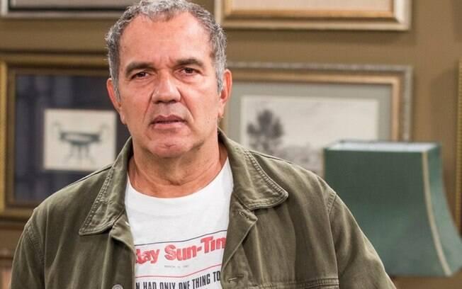Afastado por problemas de saúde, Humberto Martins se emociona ao voltar aos Estúdios Globo  para participação especial