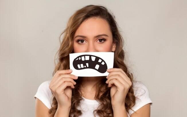 Hábitos corriqueiros podem provocar cáries e abrir nossas defesas para a chegada de doenças