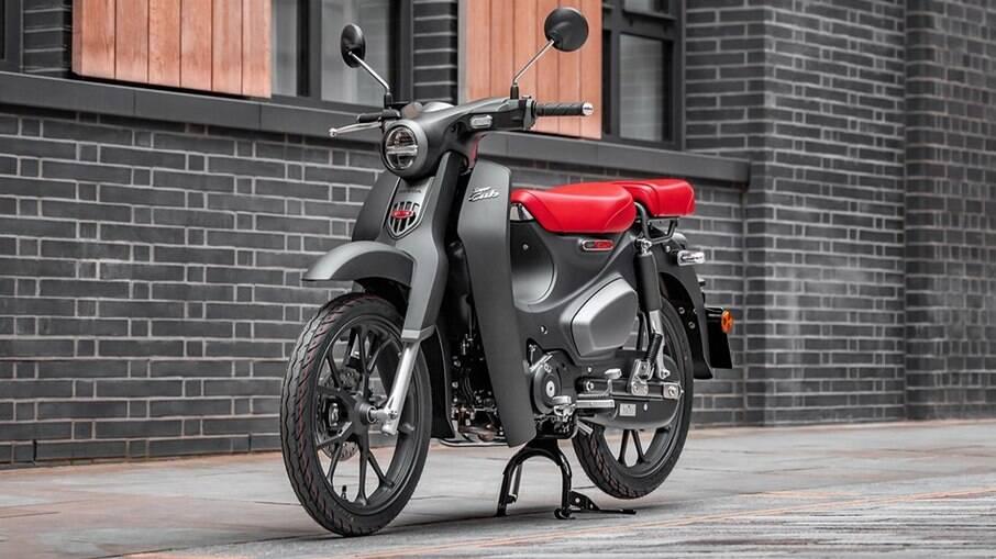 Linha 2021 da Honda C125 Super Cub ficou mais confortável com uma série de mudanças no mercado europeu