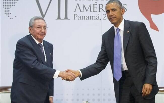 Encontro entre Obama e Raúl Castro foi disputado pelos jornalistas que acompanham a Cúpula das Américas, na Cidade do México (11/04/2015)