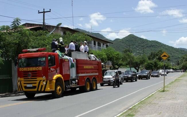 Malga Di Paula prestou a última homemagem a Chico Anysio em cima de um carro de bombeiro