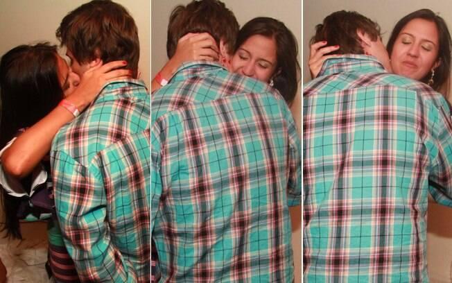Daniel Erthal aos beijos com uma morena na festa 'We Love House', no Rio
