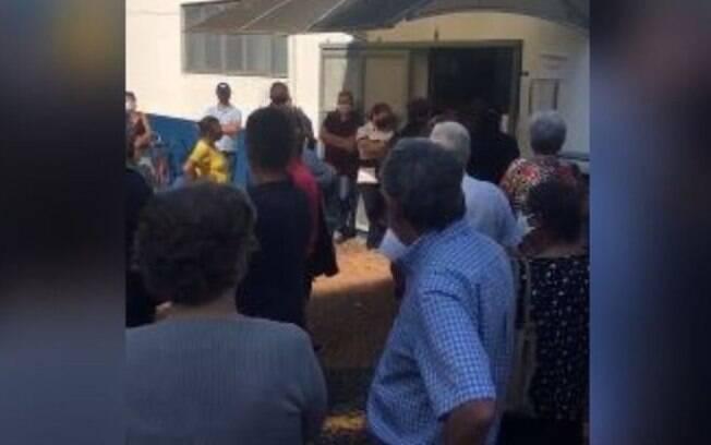 Covid: moradores de Americana enfrentam fila e aglomeração em vacinação