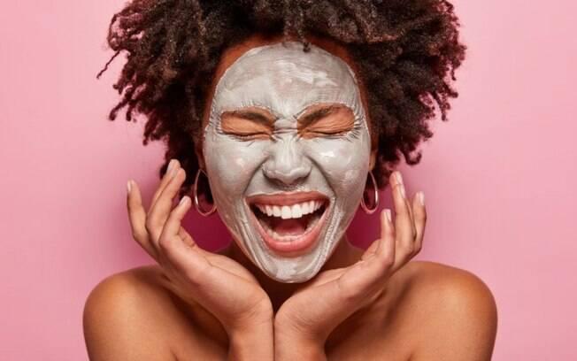 Argila: entenda os diferentes tipos e quais os benefícios de cada um para a pele