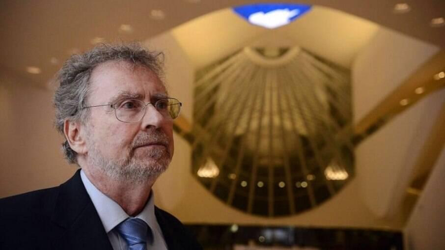 Sem perspectivas no Brasil, muitos pesquisadores têm decidido deixar o país
