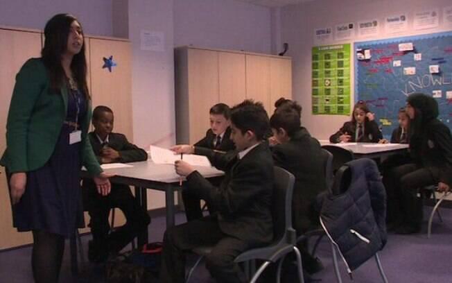 Aulas fazem parte de campanha mais ampla de combate a estupro e abuso; escolas inglesas decidem se adotam ou não o programa.