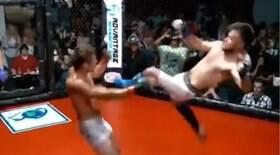 Lutador nocauteia rival com golpe digno de filme
