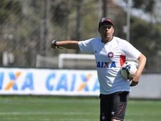 No meio, Claudinei Oliveira terá os desfalques de João Paulo e Marcos Guilherme, ambos suspensos