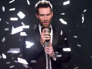 O vocalista Adam Levine garante que as invasões de casamentos mostradas em