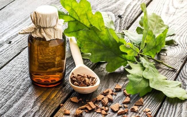 A aromaterapia utiliza óleos essenciais e outros tipos de fragrâncias para curar diversas doenças, melhorar o bem-estar físico e psicológico
