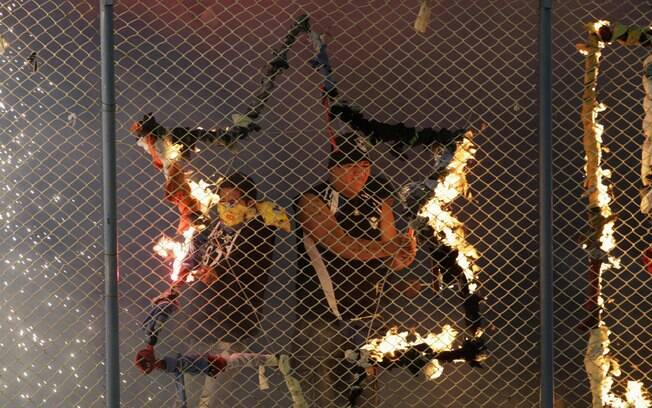 Torcida do San José usou fogo nas  arquibancadas para apoiar o time contra o  Corinthians