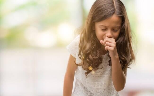 Alimentos difíceis de mastigar como pipoca, maçã e uva são mais fáceis de causar engasgo e complicações nos pequenos