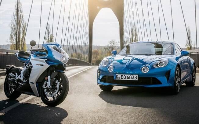 MV Superveloce Alpine: moto e carro ligados pelo espírito esportivo que remete ao sucesso das duas marcas nas pistas de corrida