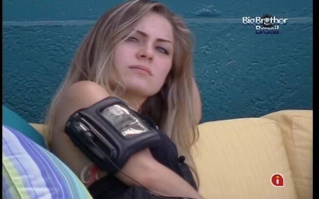 Renata está decepcionada com Jonas e agora quer ficar com Ronaldo