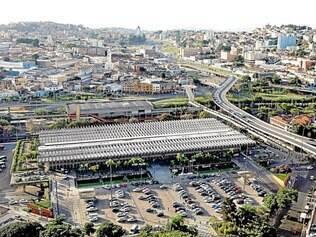 Números. Atualmente cerca de 32 mil pessoas e 2.000 veículos circulam todos os dias pela rodoviária de Belo Horizonte, no hipercentro