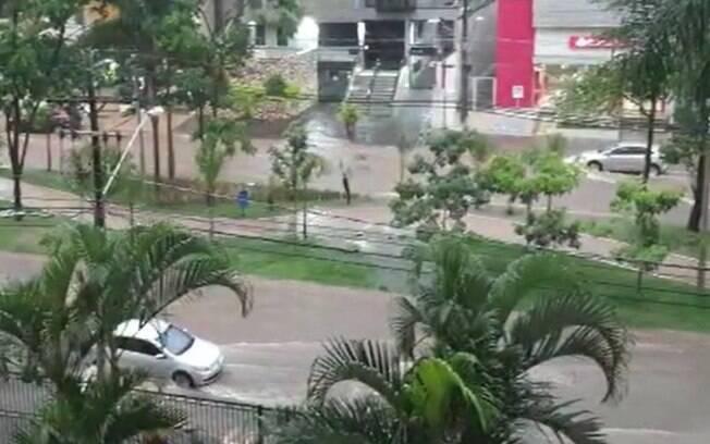 Chuvas causam alagamentos e derrubam muro em Campinas