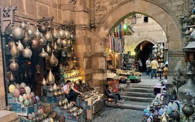 O Khan el-Khalili Bazaar é uma antiga área comercial que vende de tudo
