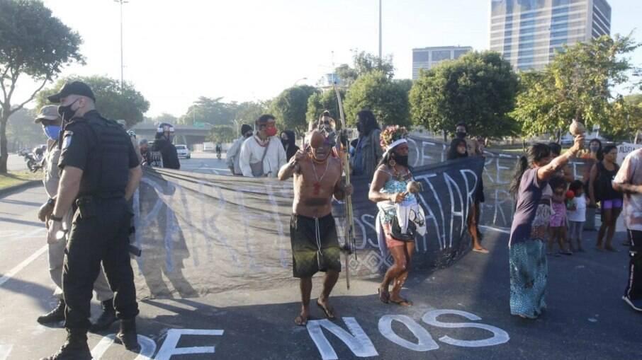 Manifestantes protestam contra PL 490 e interditam Avenida Radial Oeste
