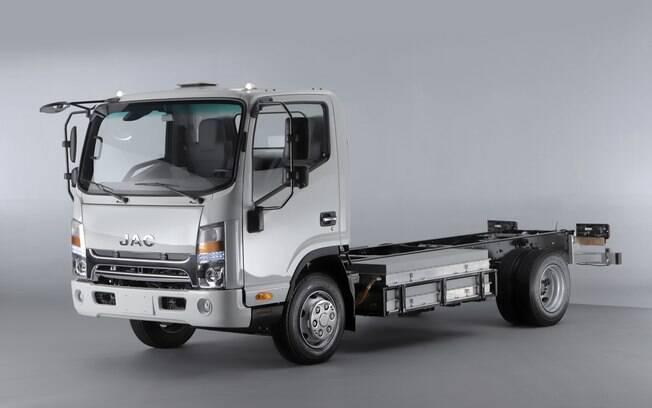 JAC iEV 1200T: chega com autonomia de 200 quilômetros e capacidade de carga de 7,5 toneladas, de acordo com a fabricante chinesa