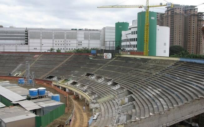 O velho setor não pode ser demolido, mas  novas arquibancadas serão construídas sobre ele