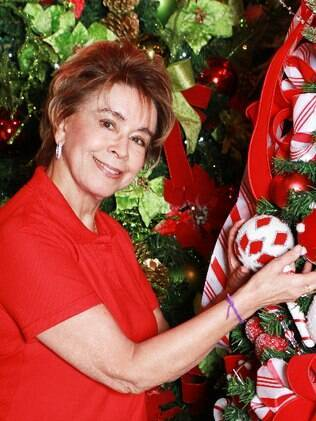 Conceição Cipolatti monta as novidades do Natal, no showroom de Taboão da Serra, ainda em junho