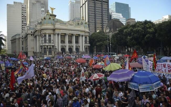 No Rio, milhares de pessoas se reuniram em ato contra Bolsonaro