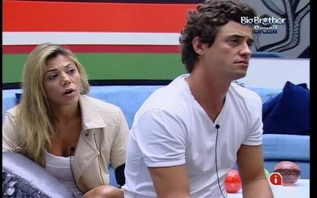 Fael e Fabiana assistem aos clipes musicais do toque de despertar pela última vez