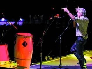 Público. Ano passado, fãs quebraram grades para ver Caetano Veloso