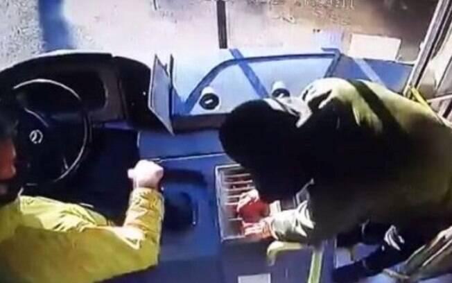 Vídeo: suspeito de assaltar ônibus na SP-340 é preso em Jaguariúna