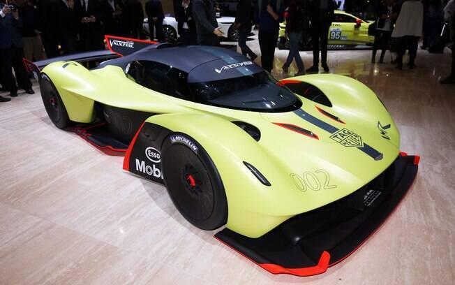 O supercarro híbrido da Aston Martin com 1.130 cv, é outra atração interessante da melhor exposição de carros hoje em dia