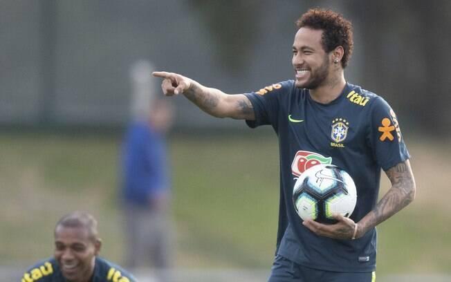 Neymar durante o treino da seleção brasileira