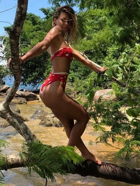 Carolina Dieckmann posa sensual