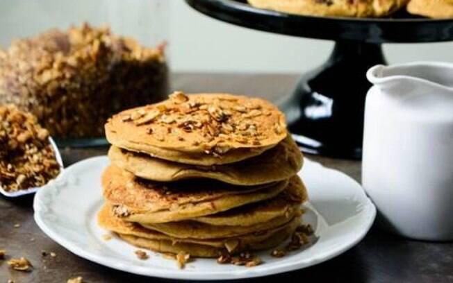 Que tal adicionar um pouco de granola à sua receita? Clique aqui e veja como fazer isso