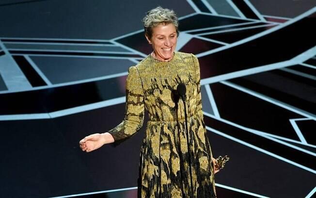 Frances McDormand celebra seu segundo Oscar e pede em discurso que mulheres indicadas se levantem