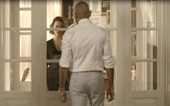 Estela retorna a trama e assusta Álvaro em